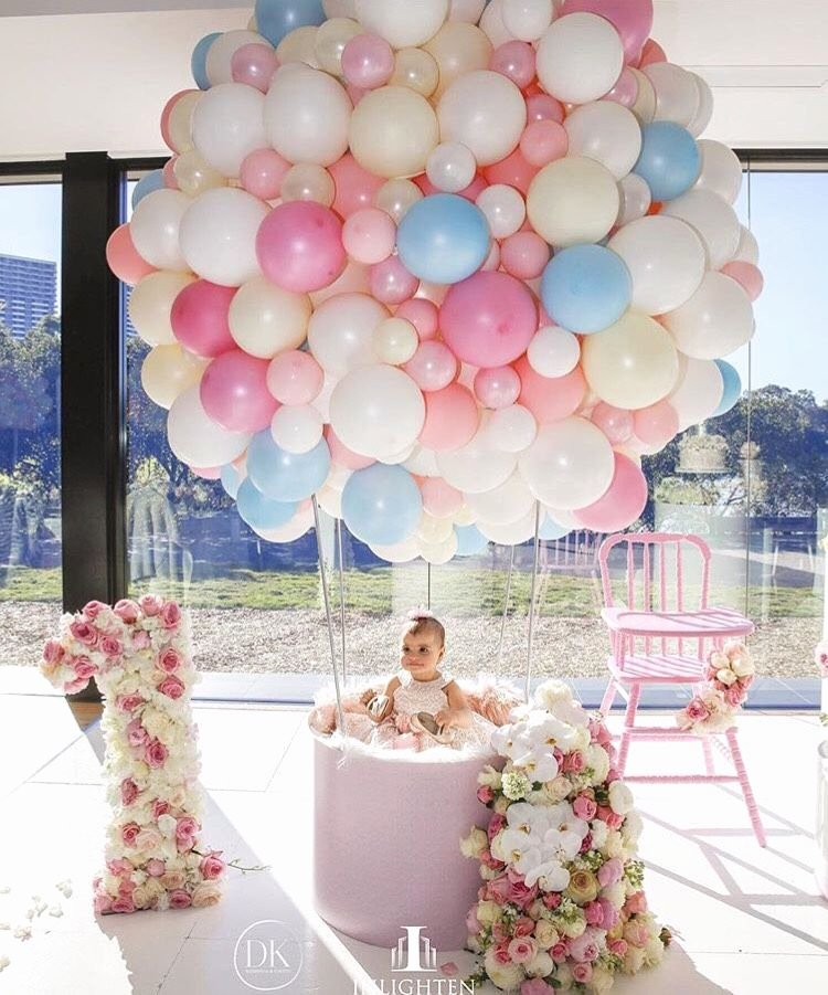 Birthday Decoration Ideas for 1 Year Old Baby Girl New Fab Baby Girl S First Birthday Up Up and Away