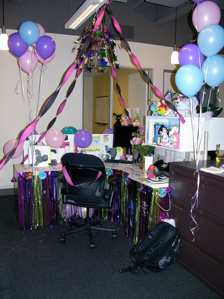 Desk Birthday Decoration Ideas for Work Lovely Birthday Cubicle Decorating Ideas