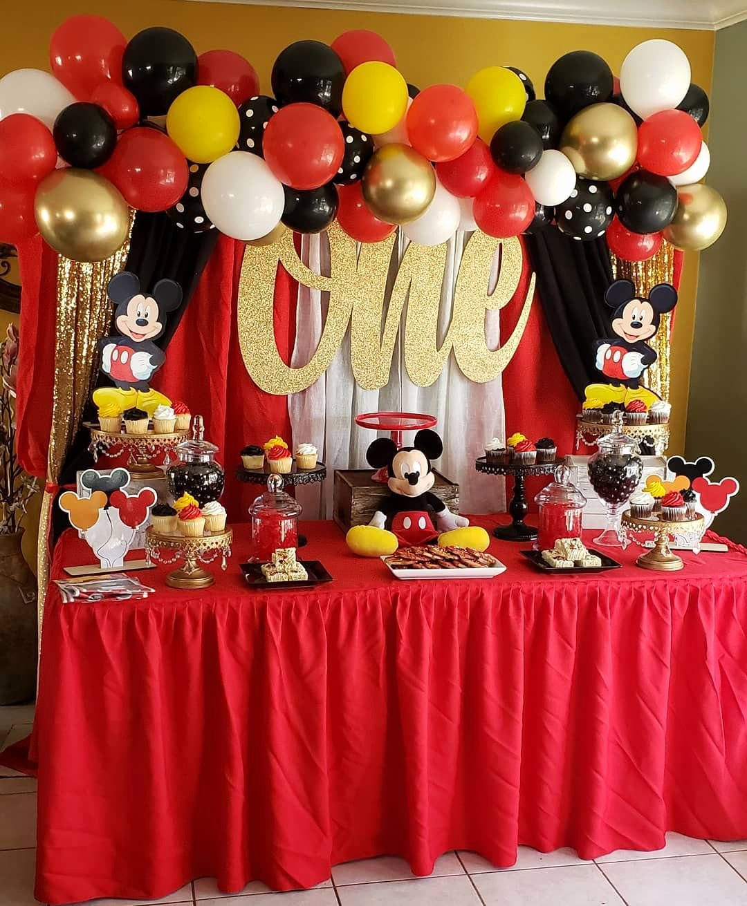 Mickey Mouse First Birthday Decoration Ideas Luxury 25 Disney First Birthday Party themes that are so Good Walt